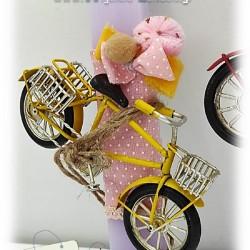 Πασχαλινές λαμπάδες για κορίτσια «Μεταλλικά ποδήλατα»