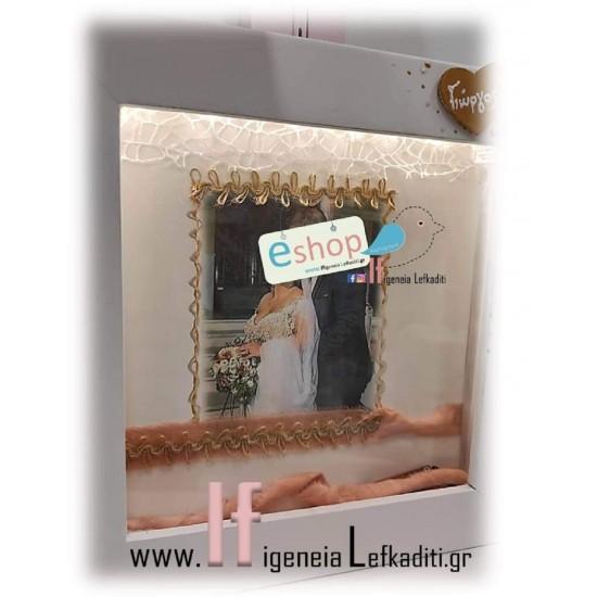 Φωτιζόμενη Προσωποποιημένη Στεφανοθήκη - κάδρο για αναμνηστικά γάμου